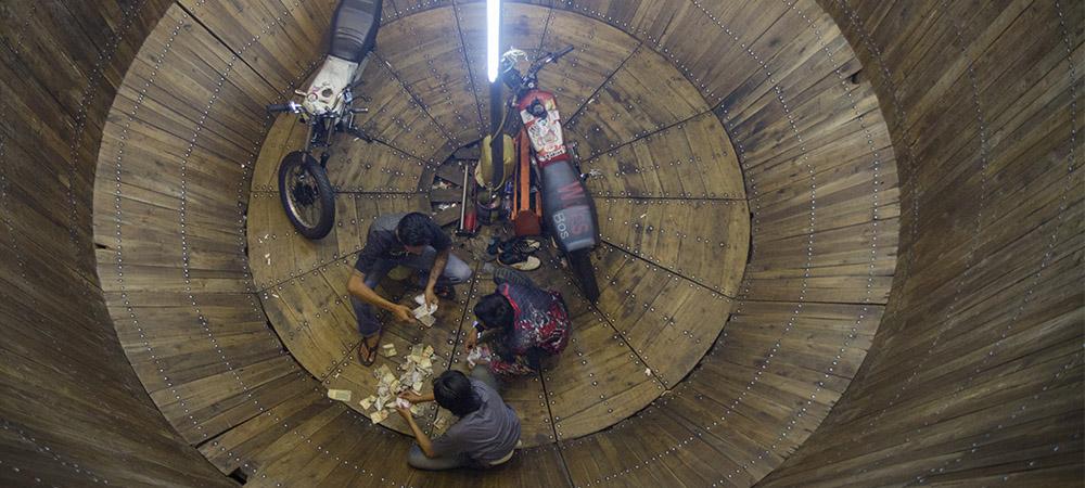 Roda-Roda Gila: Indonesian Dare Devils